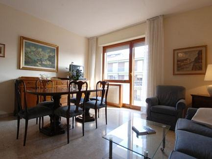 This 120-sq.mt two bedroom apartment sleeps up to 4 persons and is located on the 7th floor of a building with elevator between San Siro stadium and Milan's fair. The area offers several parks, play