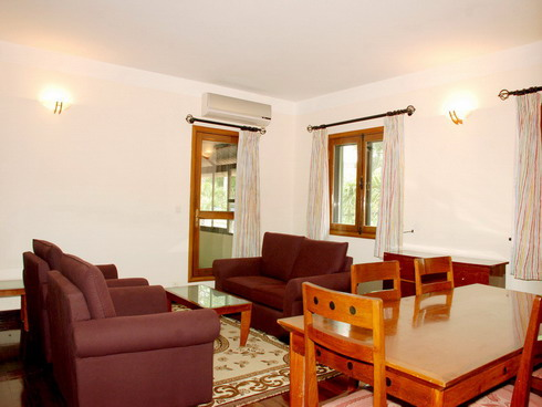 Saigon Village is a mix of villas and apartments located in a nice compound with gardens and facilities,(tennis, swimming-pool, etc...) This  three-bedroom serviced apartment is 120 sq.m ,  and can sl